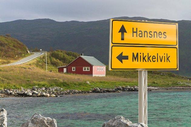 Vi tror ikke at fergepriser er med på å minske bolysten på øyene, men frarøvelse av fergetilbudet slik det er i dag, kan virkelig være kroken på døra, skriver Daniel Sørensen og Ednar Paulsen, Karlsøy Fellesliste.