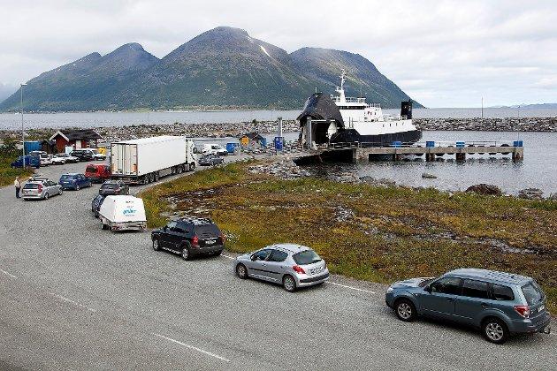 GIGANT: Torghatten er livsnerven i det nordnorske transport-systemet og drifter over 100 hurtigbåter og ferger i Nord-Norge. Her fra strekningen Storstein-Nikkeby-Lauksundskaret i Skjervøy. Foto: Bjørn Enoksen/Nordlys