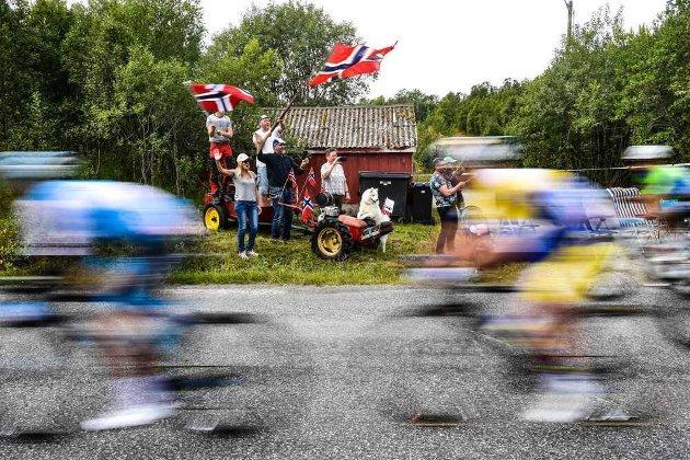 Folk har stilt opp langs løypene og vist frem en positiv galskap og kreativitet som selv Tour de France skulle ønske de hadde, skriver Knut-Eirik Dybdal om Arctic Race of Norway - her et bilde fra 2019.