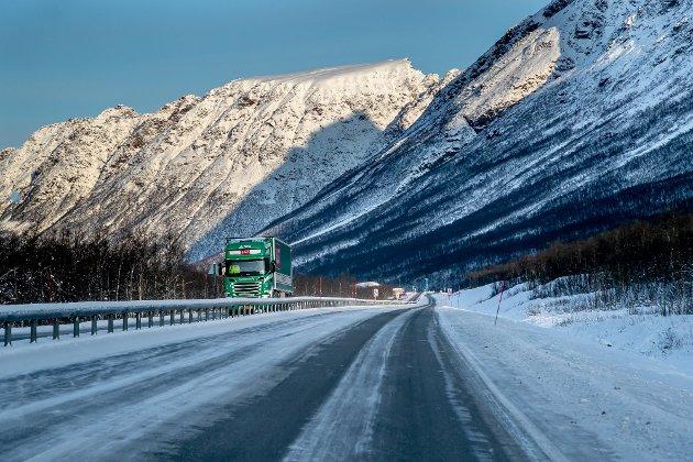 KRITIKK: Det er misnøye med at Nasjonal Transportplan (NTP) ikke inneholdt penger til enda mer midtdeling av ulykkesveien E8 videre gjennom Lavangsdalen, men ellers er reaksjonene at NTP var som forventet.
