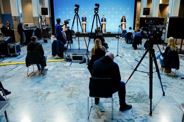 Helsedirektør Bjørn Guldvog, helse- og omsorgsminister Bent Høie og direktør i Folkehelseinstituttet Camilla Stoltenberg under en pressekonferanse om koronasituasjonen.