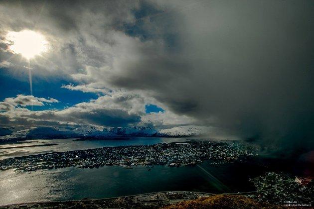 Det er ingen grunn til å sykeliggjøre Nord-Norge. Landsdelen lever i beste velgående og har gode utsikter. Nedsnakking og svartmaling har aldri bidratt til å bygge Nord-Norge, eller fremmet landsdelens interesser på en god måte, skriver Hårek Elvenes.