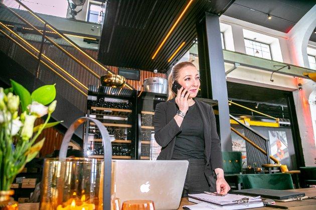 GJENÅPNING: Utelivsbransjen har vært særlig utsatt under pandemien. Da restaurant Maskinverkstedet fikk lov å åpne igjen i april etter nedstengning, haglet bordbestillingene inn til restaurantsjef Amanda Bolstad.