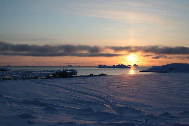 Kunne vært Nord-Norge, men er fra byen Upernavik (72o47'N) med omkring 1000 innbyggere på vestkysten av Grønland.