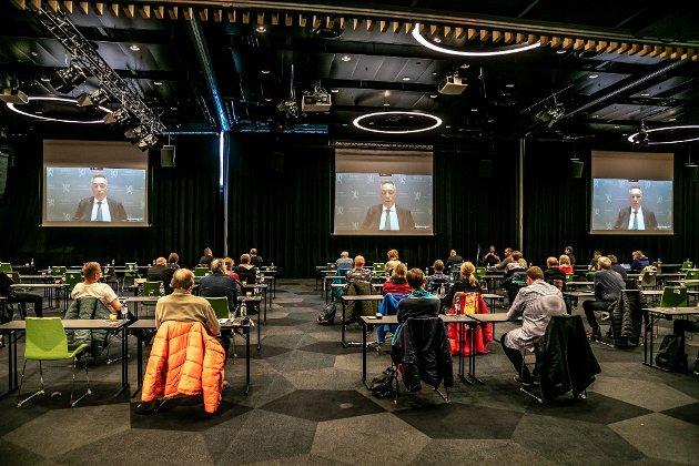 Kommunikasjon, dialog og tillit var ikke det inntrykket vi satt igjen med etter folkemøtet i Tromsø. Møtet var heller en kaotisk blanding av bekymringer, uenigheter og til dels motstand. Dette bare ei uke før den første ubåten skulle ankomme Grøtsund industrikai i Tromsø, skriver Gunhild Hoogensen Gjørv.