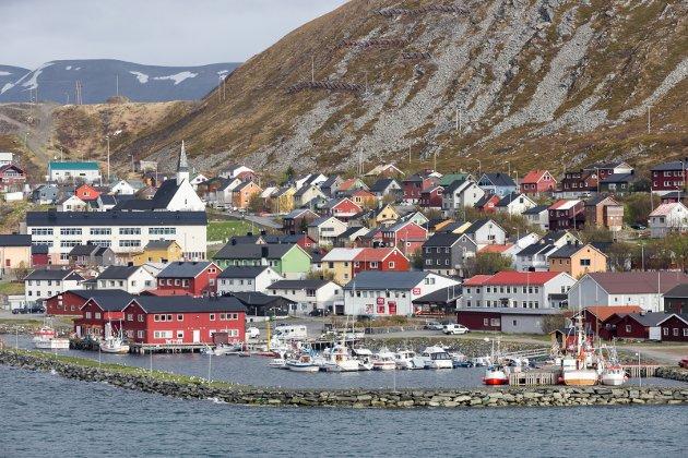 Antakelig er kvotesystemene og fiskeripolitikken en undervurdert faktor i avfolkingen av kystbygdene. Hvis du ikke kan leve av det havet gir, finnes det da en opplagt grunn til å bo i Vardø og Kjøllefjord.