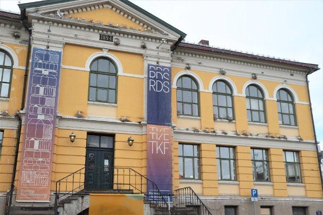 Fasaden på det gamle praktbygget i Musegata 2 framstår som et måsehotell.