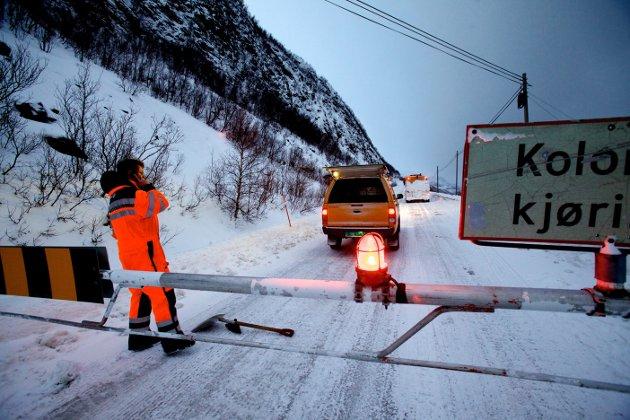 OFTE STENGT: Kvænangsfjellet er ofte stengt om vinteren på grunn av skredfare eller snøfokk. Snart starter arbeidet med å bygge tunnel gjennom fjellet.