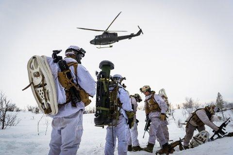 Hva angår Heimdals beskyldninger om at vi deltar i en Høyre-ledet konspirasjon for å svekke Hæren, røper de at hans omgang med sannheten ikke er mindre løsaktig når det kommer til selve sakens kjerne, skriver den tidligere forsvarssjefen i innlegget.