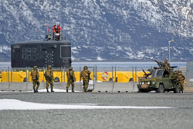 Det er naivt å tro at de amerikanske ubåtene i Tromsø ikke har med seg atomvåpen, skriver Thor Krefting Nissen. Her fra Tønsvik havn i mai, da en amerikansk ubåt gjestet havnen.