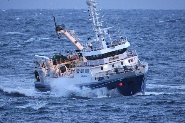 De som har vært skeptiske til måten fiskebåtnæringen har omstilt seg på har tatt feil om hva som kunne gå galt. Over tid viser tall fra Nærings og Fiskeridepartementet at fordeling av fiskerettigheter mellom regioner, mellom fartøygrupper, og ikke minst landsdeler, har holdt seg stabil., skriver Erlend Bullvåg