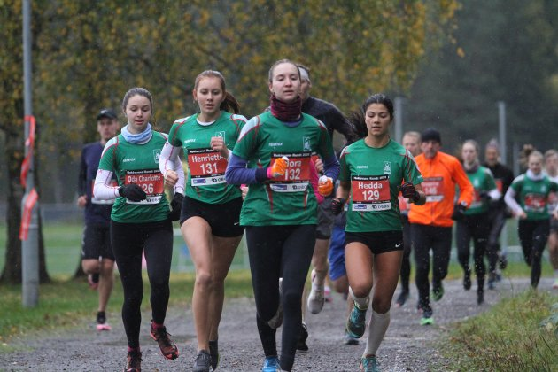 Fra venstre Oda Charlotte Tretli (Rustad IL) løp på 47.33, Henriette Berg (Rustad IL) løp på 50.46, Nora Nesje Grimsmo (Rustad IL) løp på 44.27 og Hedda Husly Al-Zouki (Rustad IL) løp på 47.57