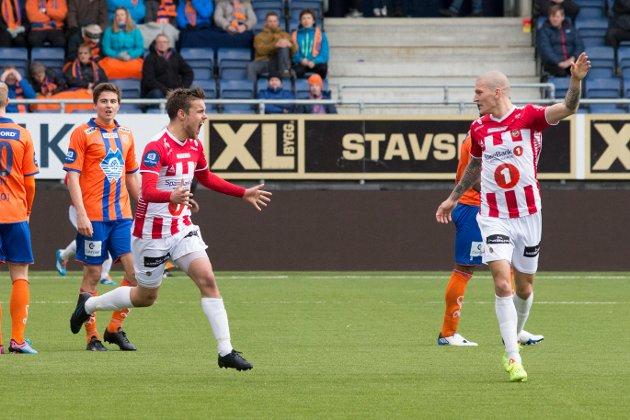 Zdenek Ondrasek scoret TILs andre mål i Aalesund. Det var Remy Johansen fornøyd med. Foto: Scanpix