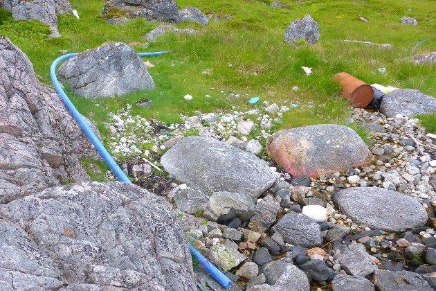 Bildeserie av søppel på Ringvassøy. Tatt tirsdag 11. juli.