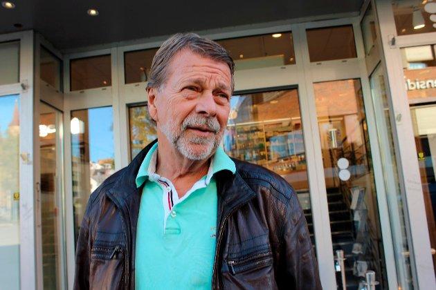 Bjørnar Jentoft 74, Tromsø, selvstendig næringsdrivende: – Det er hemmelig valg, men jeg stemmer på et annet parti enn det jeg normalt ville gjort. Jeg er opptatt av forsvarspolitikk og har høyt fokus på næringspolitikk. Dessverre har mitt parti tapt mye, særlig på forsvarspolitikken sin.