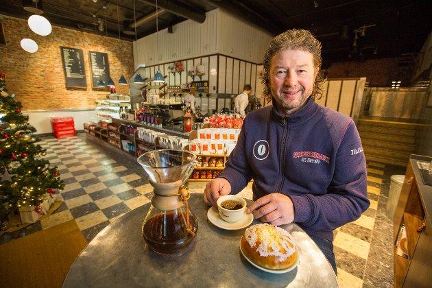 STORFORNØYD: Medeier ved Kaffebønna, Pål Einar Eilertsen mener utbygging av kaffebaren var svært nødvendig.