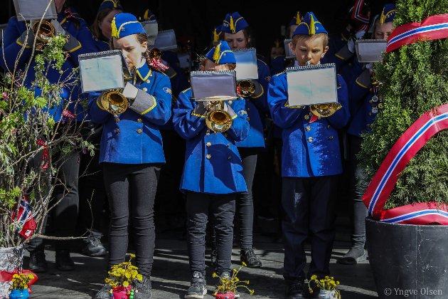 Unge musikanter på podiet på Torget.