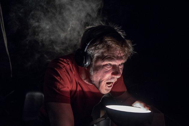 IMPONERENDE: Trond Peter Stamsø Munch gjør en imponerende innsats på scenen i Tidens korthet, både lydlig og visuelt.