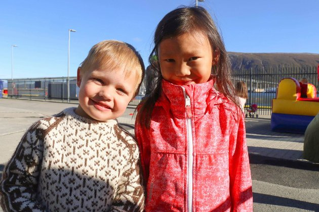 LEKEKAMERATER: Magnus Marthinsen (3) og Anne Marthinsen (6) trives godt sammen.