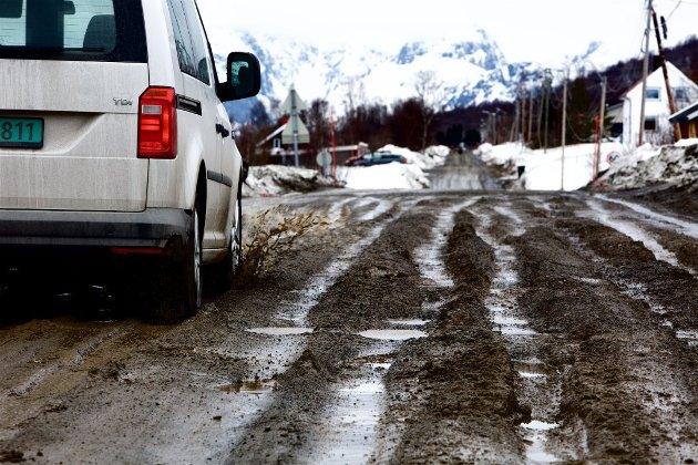 GJØRME: Her er fylkesvei 359 mellom Oksfjordhamn og Nyheim i Nordreisa kommune