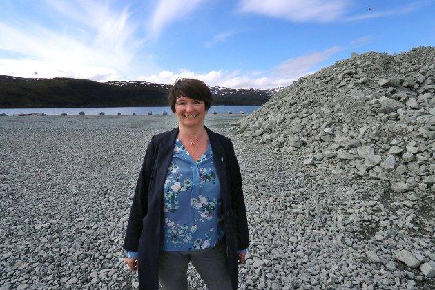 FORNØYD: Ordfører Mona Pedersen i Karlsøy.