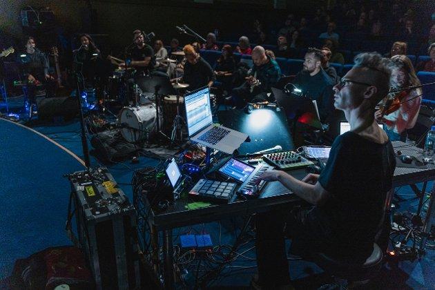 Maksimalisme, mener Nordlys' anmelder om åpningskonserten på Stumfilmdager i Tromsø.