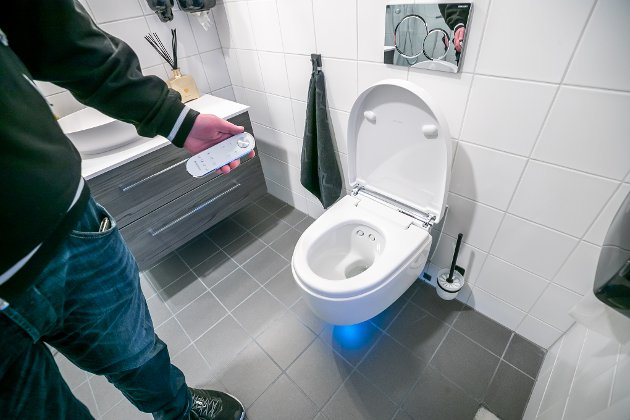 TOALETT: I fjerdeetasjen har Madsen installert toaletter med sensor som åpner lokket og fjernkontroll som sikrer at brukeren blir spylt bak og føntørket.
