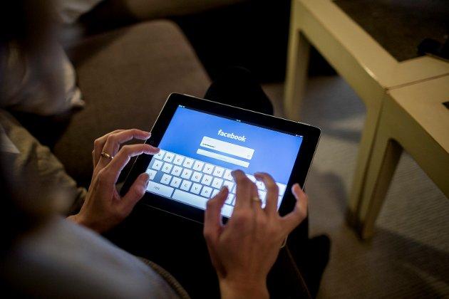 Høyesterett stadfester nå dommen på 14 dagers ubetinget fengsel og en bot på 25.000 kroner for en eldre kvinne som kom med karakteristikker over den juridiske grensa på Facebook.