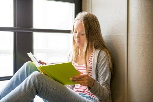 LESELYST: – Verken skolebibliotek eller samarbeid med folkebibliotek er nevnt i Gjøvik-skolenes leseplan, påpeker Linn T. Sunne.
