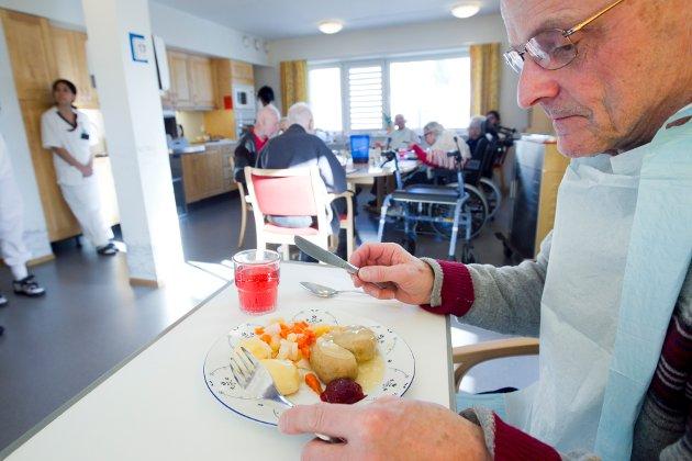 SUPPEKOS: – Jeg har ikke noe i mot supper til lunch og som følge til annen middag, men syntes det er trist at grønnsaksuppe var eneste alternativet til middag på en lørdag, skriver artikkelforfatteren. Personene på bildet har ingenting med saken å gjøre.