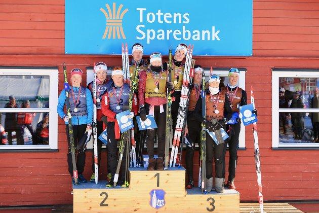 Opplands første lag tok gull på mix stafett 17-21år. Marit Øygard, Vebjørn Sørum og Sivert Guttorm Bakken gikk på det laget.
