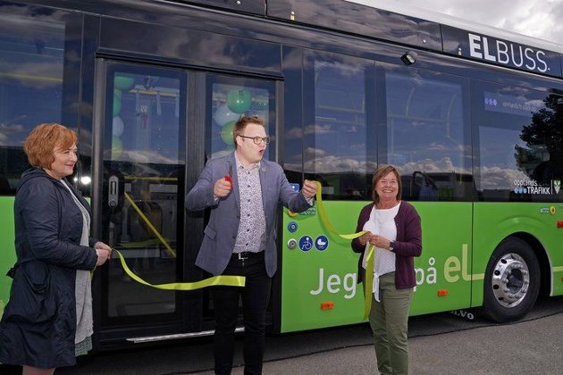 INNKJØP OG UTSLIPP: Fylkesordfører Even Aleksander Hagen og Innlandet skal ha bare utslippsfrie bybusser i 2025.