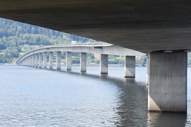 VALG: – I Arbeidet med nye Mjøsbrua mangler det et tredje alternativ: Ut fra Skulhusodden og med jernbanespor, mener artikkelforfatteren.