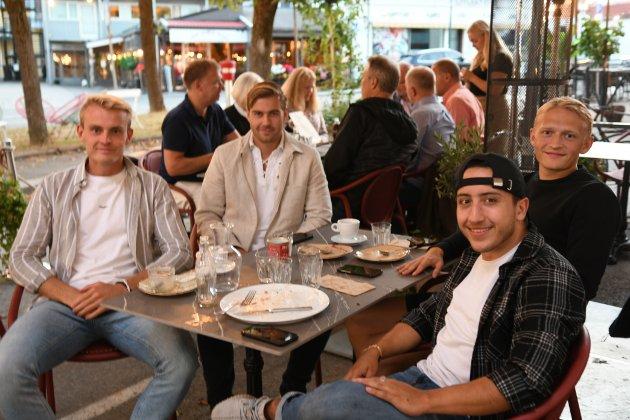 ALKOHOLFORBUD: Gjøvik Lyn-spillerne Jesper Sydbøge, Ole Thomas Skogli, Arne Ravndal og Lars Kveseth sier det hadde vært godt med en pils i sommervarmen, men respekterer alkoholforbudet fra trener Espen Haug.