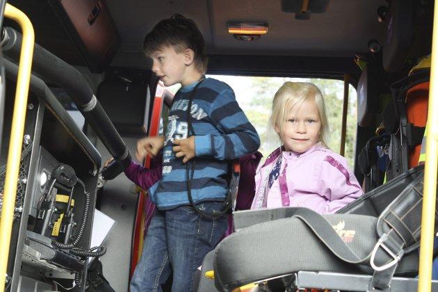 Åpen dag brannstasjonen - Bjørn (9) og Nora (5)