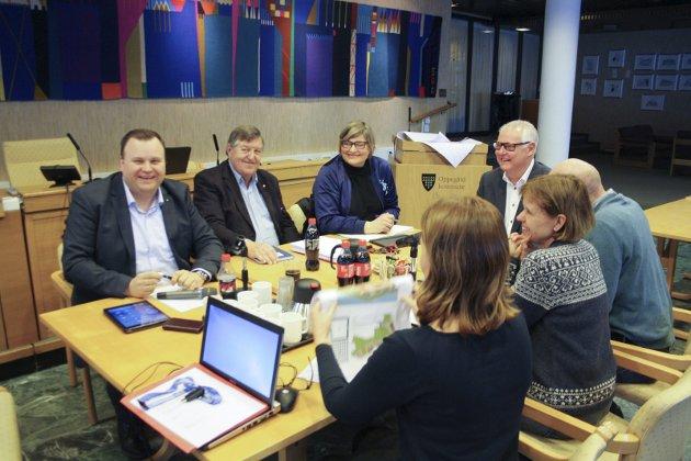 Sentrumssnakk: Innsender Kjell G. Pettersen (nummer to fra venstre) sitter i Sentrumsutvalget i Oppegård (bilde) og svarer her på forrige ukes innlegg fra Severin Breivik.