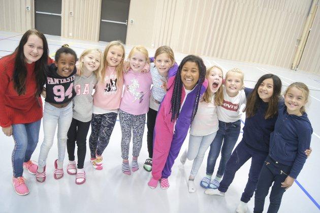BlimE! er NRK Supers vennskapskampanje. Målet er å få barna til å være venner med hverandre, og vise hverandre omsorg. Slagordet er «Si hei! Vær en venn! BlimE!». I år ble det satt ny rekord da over 350.000 elever på skoler over hele landet danset på samme tid. Her er årets dansere på Solberg skole på fredag.