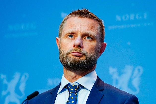 Klokken 09 orienterer helseminister Bent Høie om hvilke tiltak som blir innført i flere kommuner i Oslo-området.