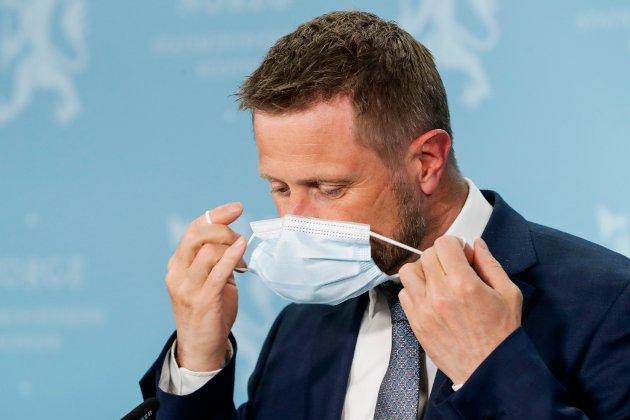 OSLO 20210415.  Helse- og omsorgsminister Bent Høie under pressekonferanse om koronasituasjonen der tema er vaksine. Foto: Berit Roald / NTB
