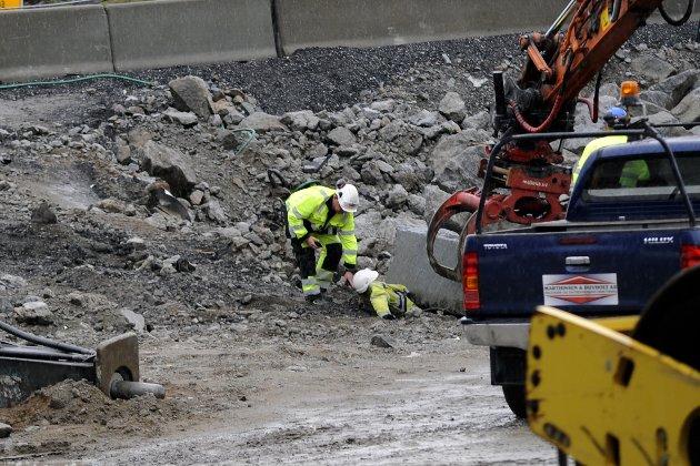 Maskinfører ankommer ulykkesstedet og finner den forulykkede