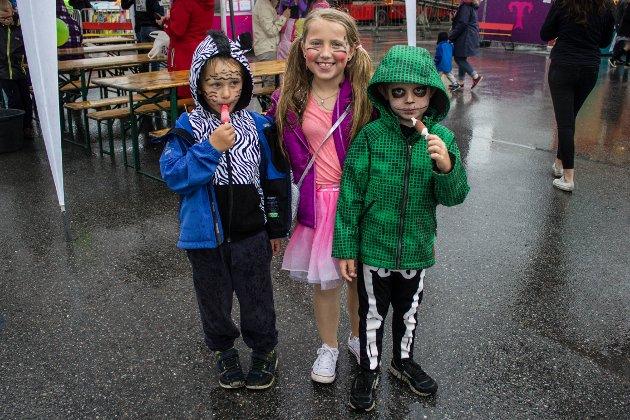 På tivoli: Magnus Hagen Kink og Christina og Christoffer Bjerke gikk i karnevalstoget og fikk billetter til tivoli. De skulle de bruke på karusellen Jump.
