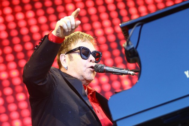 ENTERTAINER: Sir Elton John har drevet med musikk i en mannsalder. Noe han viste i Hamar fredag kveld. (Foto: Fredrik Hagen)
