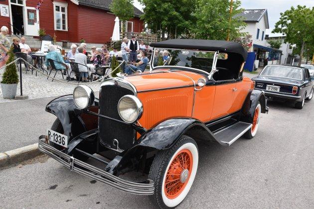 Veterandag for to- og firehjulinger i Løten sentrum samlet mange motorentusiaster og andre skuelyste lørdag.