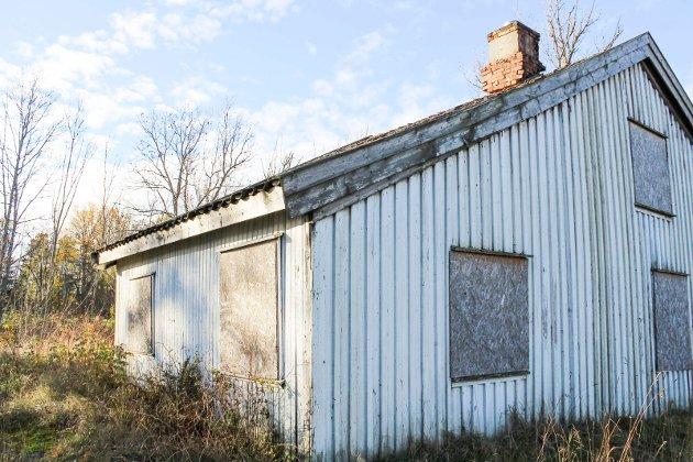 - Det er ikke min skyld hvis huset råtner på rot, mener eier Øyvind Johnsen som synes byggesaken på tomta tar lang tid.