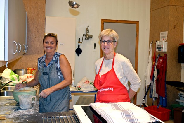 Annette Gudmundsen og Hege Runhaug er sentrale når det skal arrangeres julemesse på Føynland.