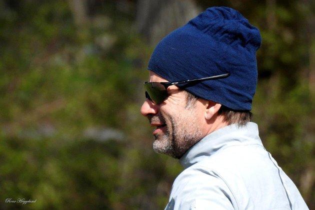 Jon Almaas tok seg tid til en ørliten prat i den sure nordavinden.