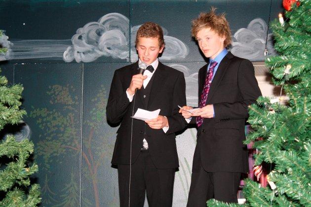 Juleball: Guttene som holdt damenes tale på ungdomsskolens juleball i 2009.    juleball 09 - damenes tale
