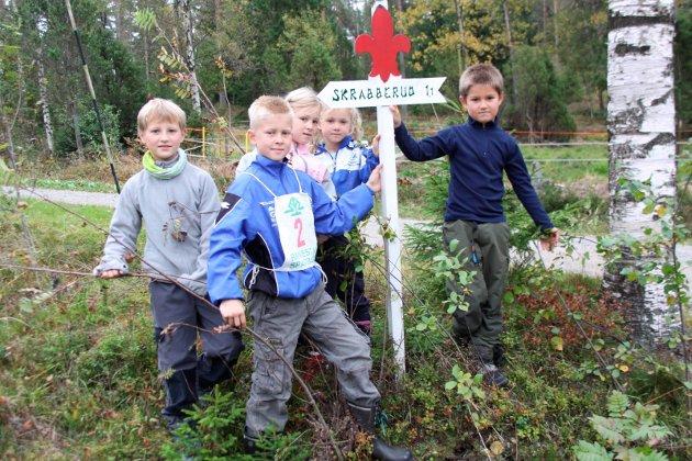 Ute på tur: Thomas, Henriette og Elisabeth Reinfjord sammen med Mathias og Eskil Kjeve på Skrabberudskratten i 2009.