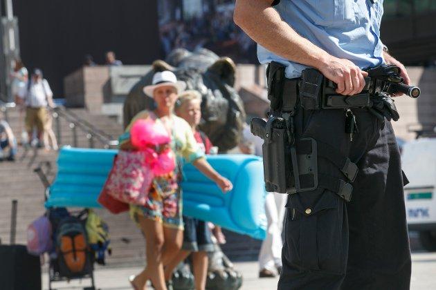 Illustrasjonsfoto hentet fra Oslo S juli 2014, hvor norsk politi gikk bevæpnet i forbindelse med terrortrusselen.