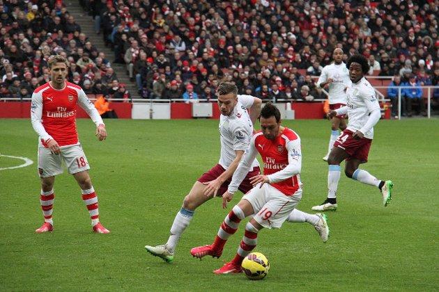 Arsenal og Aston Villa møtes i FA-cup finalen lørdag. Her fra seriekampen i vinter. Foto: Wikimedia Commons